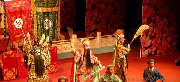 Китай. Ченгду. Сычуаньская опера