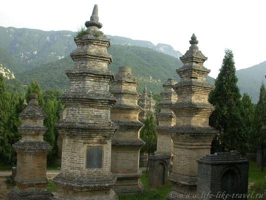 Китай, Шаолинь. Лес пагод