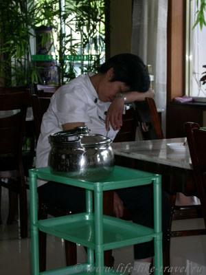 Китай, Шаолинь, Денфенг, официантки в кафе