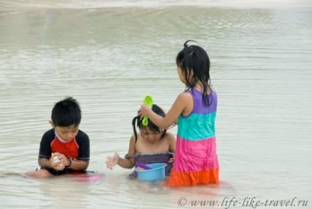 Филиппины, остров Боракай, дети острова