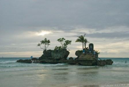 Филиппины, остров Боракай, Дева Мария в скале