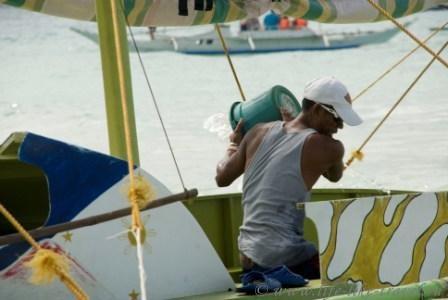 Филиппины, остров Боракай, спасение утопающих - дело рук самих утопающих