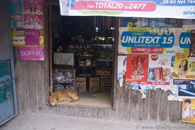 Филиппины, Банауэ, провинция Ифугао, придорожный супермаркет