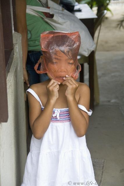 """Филиппины, остров Палаван, Эль Нидо, девочка """"упакована"""""""