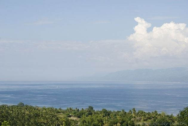 Вид с горы на остров Себу, окрестности Думагете, остров Негрос, Филиппины