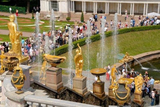 Санкт-Петербург: закрытие фонтанов Петергофа
