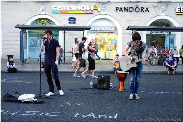 Бесшумные вечеринки, бездомные музыканты