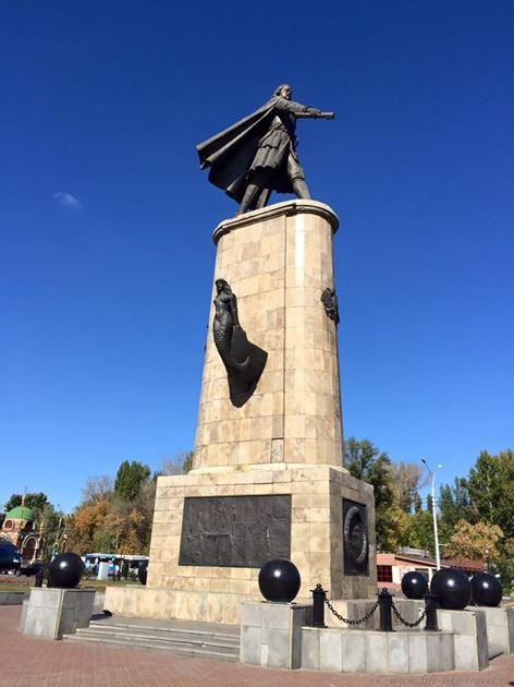 Памятник Петру на площади Петра Великого