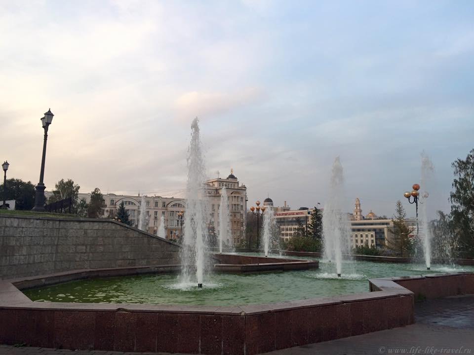 Липецк. Площадь у Драматического театра