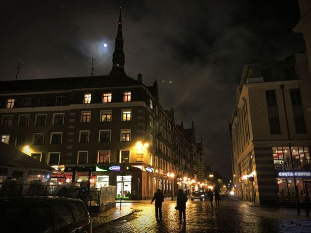 Рига-ночной-город