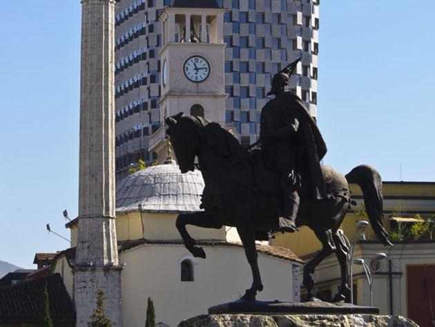 Тирана, Албания, статуя Скандерберга
