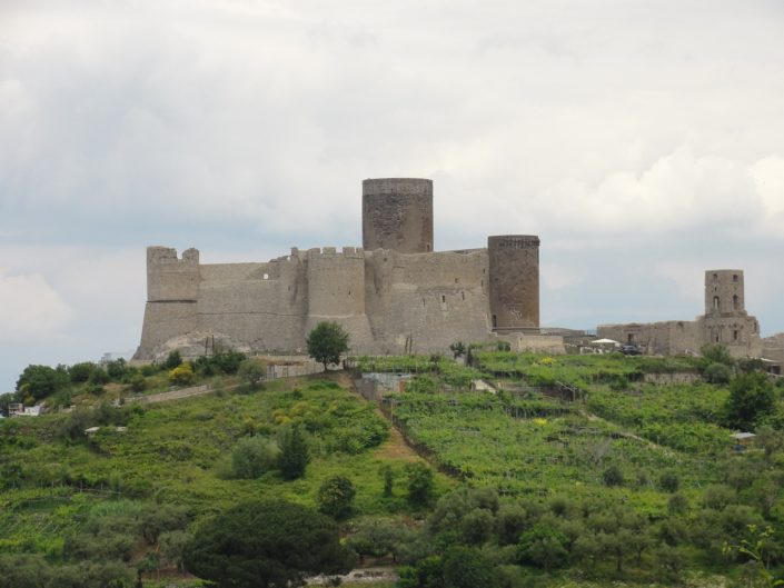 замок неаполь