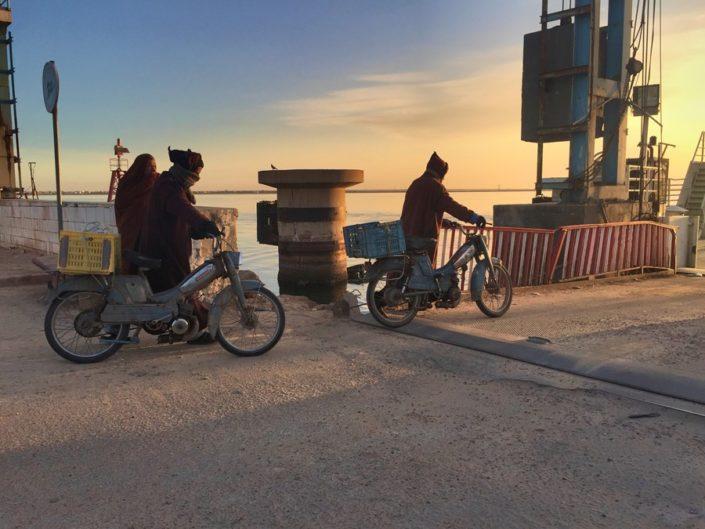 Тунисцы на переправе