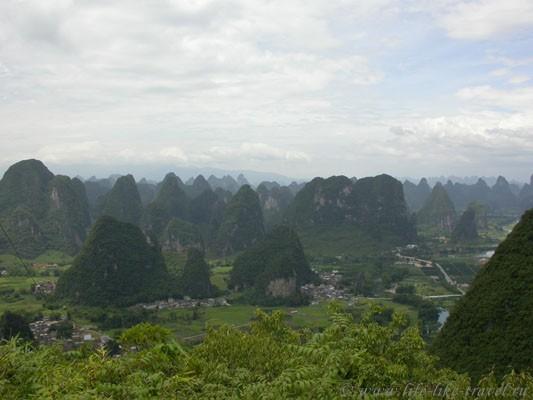 Китай. Яншо, карстовые холмы