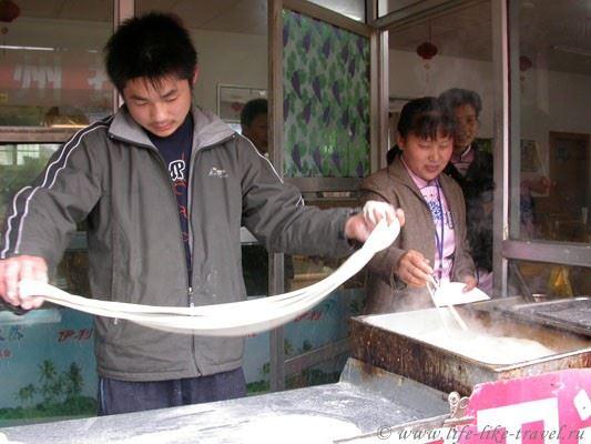 Китай, Пекин. Изготовление лапши