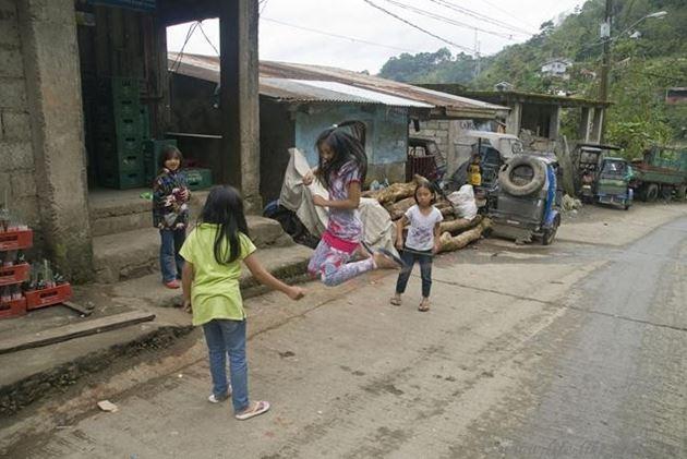 Филиппины, Банауэ, провинция Ифугао, скакалочка