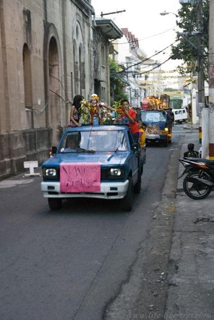 Филиппины, Манила, праздничная процессия в честь Святого Ниньо - младенца Христа