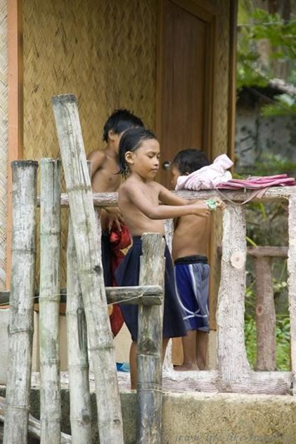 Филиппины, остров Палаван, Эль Нидо, дети острова