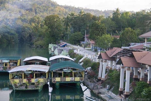 Филиппины, Бохол, Лобок, пристань на реке Лобок, Разрушения после землетрясения