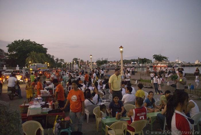 Вечерний променад, Думагете, остров Негрос, Филиппины