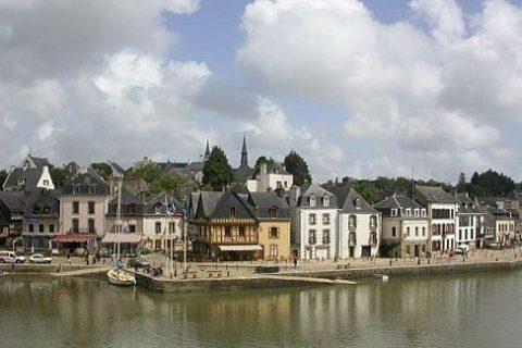 Незабываемый маршрут по Бретани: главные менгиры Карнака, городок Орэ и церковь Сент Гюстан, Ла Трините Сюр Мер