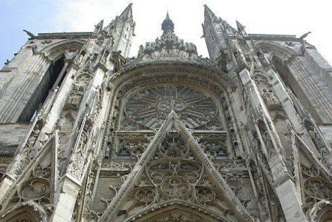 Знаменитые достопримечательности Нормандии: Орлеанская дева Жанна Д-Арк, Руанский Собор, утесы Этреты, церковь Святой Троицы в Фекане