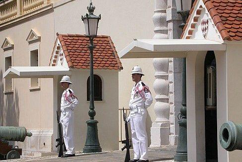 Самостоятельно и бюджетно в княжество Монако, Монте-Карло: принцы, принцессы и красные Феррари