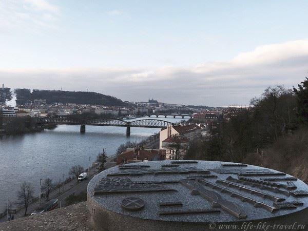Церковь Св. Петра и Павла Вышеград вид на Прагу