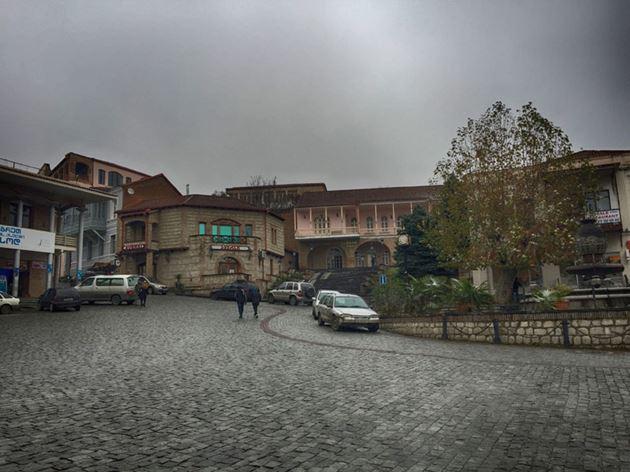 Самостоятельно в Грузию, Сигнахи
