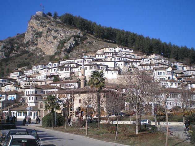 Замок, Албания
