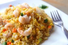 Наси горенг (жареный рис с курицей и креветками)