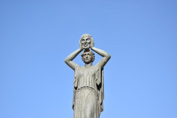 Скульптура в парке Ретиро в Мадриде