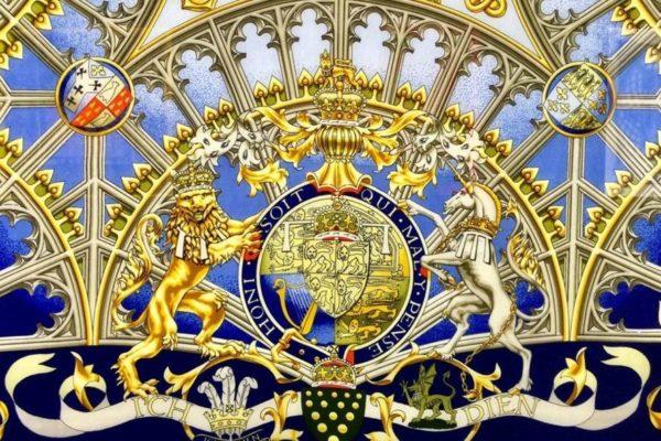 Культурный марафон по Петербургу: шелковый лабиринт платков Hermes