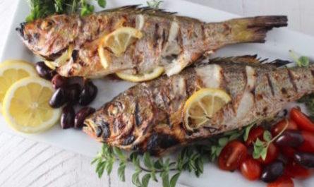 Жареная рыба с соусом Раки