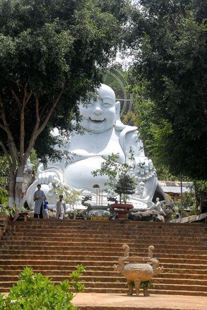 Фото Далат Вьетнам: дом Ханг Нга Crazy House, долина любви, долина цветов, слоновий водопад, храм счастливого Будды, фабрика шелка